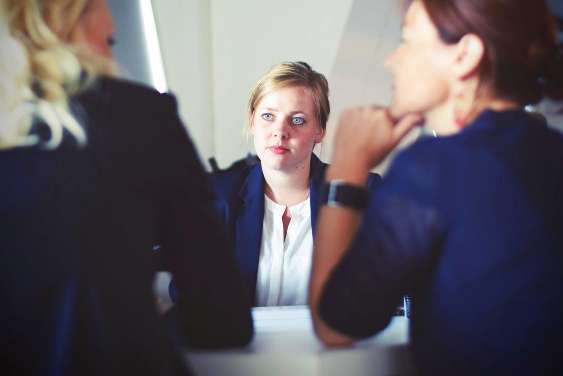 Kvinde til job interview